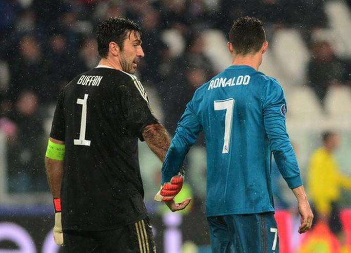 Ronaldo lập siêu phẩm, xô đổ hàng loạt kỷ lục châu Âu - Ảnh 6.