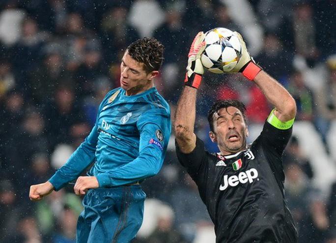 Ronaldo lập siêu phẩm, xô đổ hàng loạt kỷ lục châu Âu - Ảnh 1.