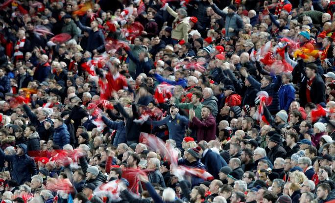 Fan Liverpool ăn mừng trận thắng Man City như thể vô địch - Ảnh 4.