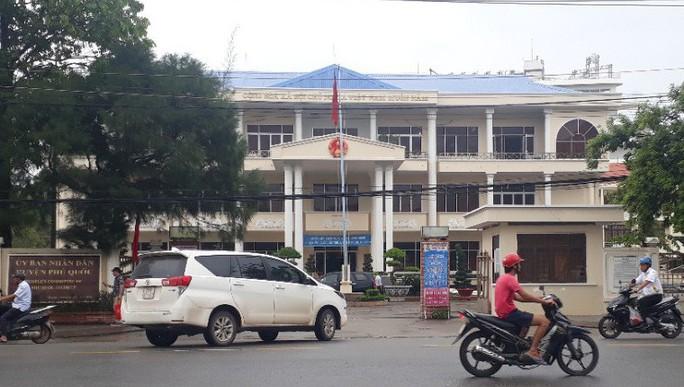 Để xảy ra nhiều sai phạm, Chủ tịch huyện Phú Quốc bị kỷ luật - Ảnh 1.