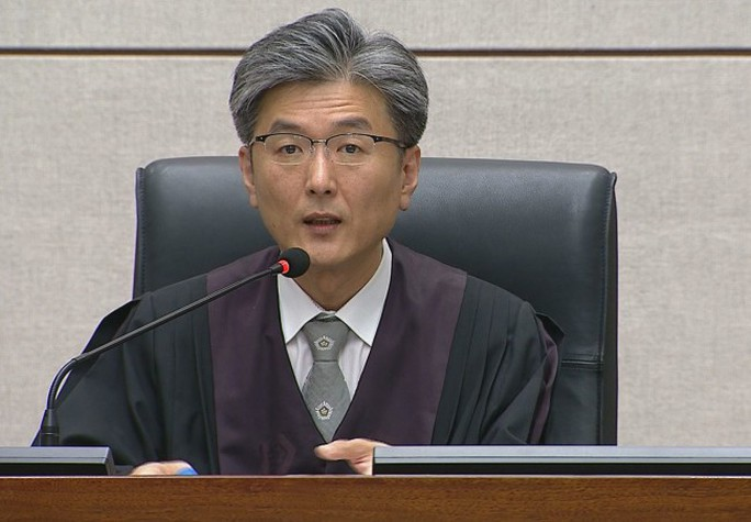 Bà Park Geun-hye bị kết án 24 năm tù - Ảnh 1.