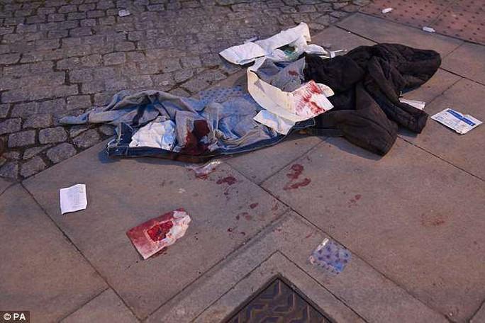 Đâm chém liên tiếp trong đêm, London báo động bạo lực đường phố - Ảnh 1.