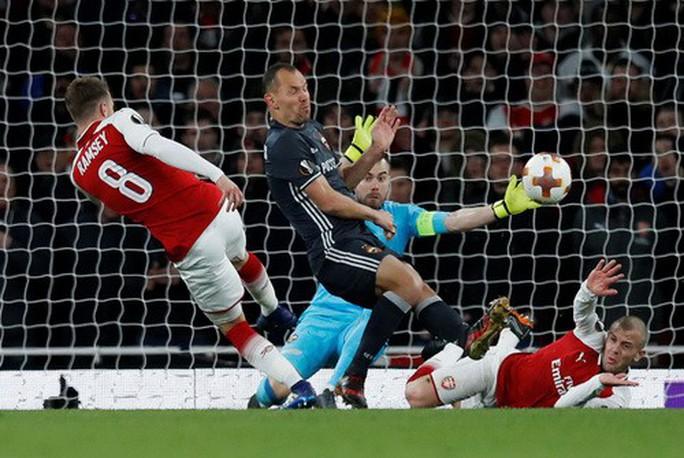 Arsenal đại náo Europa League, Atletico lập kỷ lục săn bàn - Ảnh 2.
