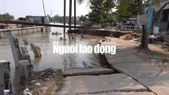 Sạt lở kinh hoàng ngay dự án kè sông trên 400 tỉ đang thi công - Ảnh 1.