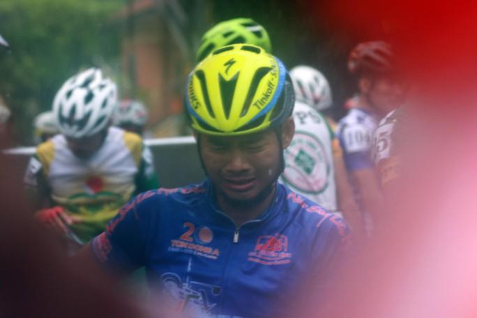 Nguyệt Minh giành chiến thắng trong mưa, khóc nhớ anh trai - Ảnh 8.