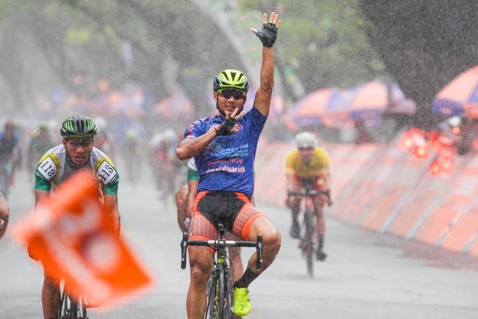 Nguyệt Minh giành chiến thắng trong mưa, khóc nhớ anh trai - Ảnh 6.
