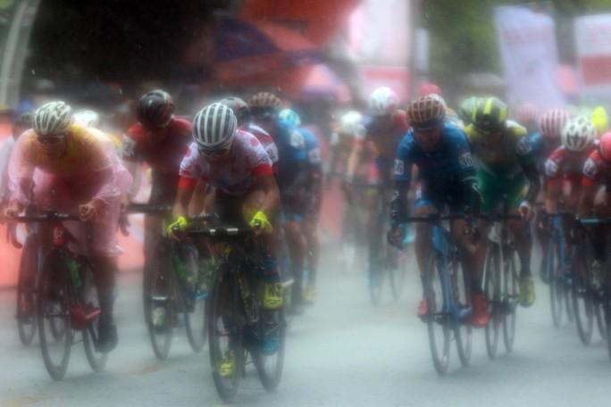 Nguyệt Minh giành chiến thắng trong mưa, khóc nhớ anh trai - Ảnh 4.
