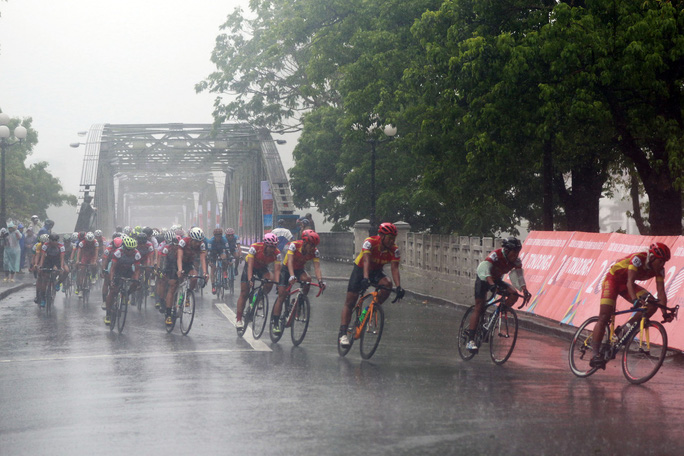 Nguyệt Minh giành chiến thắng trong mưa, khóc nhớ anh trai - Ảnh 5.