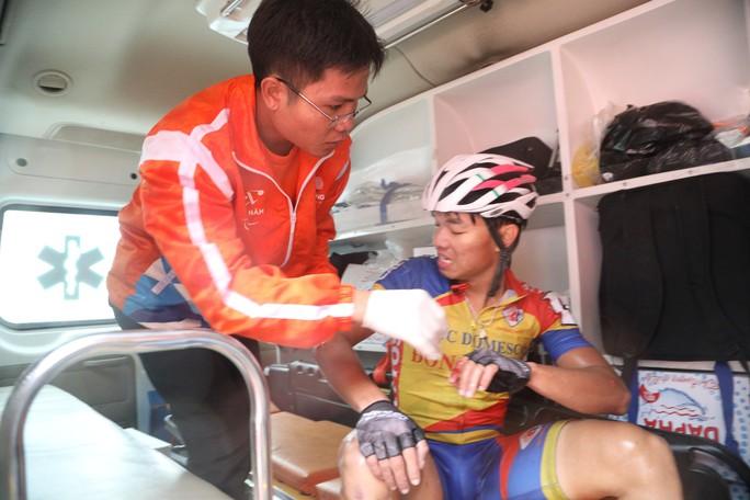 Nguyệt Minh giành chiến thắng trong mưa, khóc nhớ anh trai - Ảnh 11.