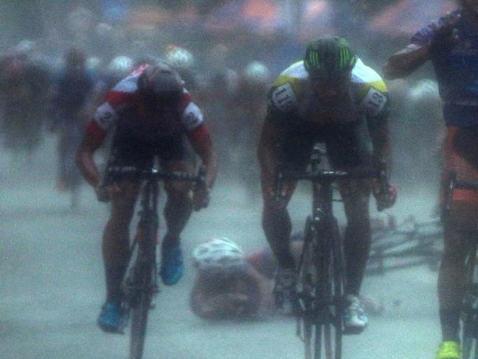 Nguyệt Minh giành chiến thắng trong mưa, khóc nhớ anh trai - Ảnh 10.