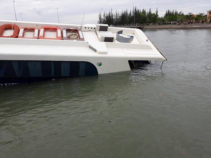 Tàu cao tốc chở 42 khách bị sự cố trên biển Cần Giờ - Ảnh 2.