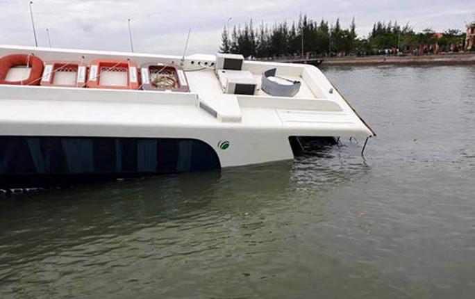 Lo thảm họa từ tàu thủy cao tốc - Ảnh 1.