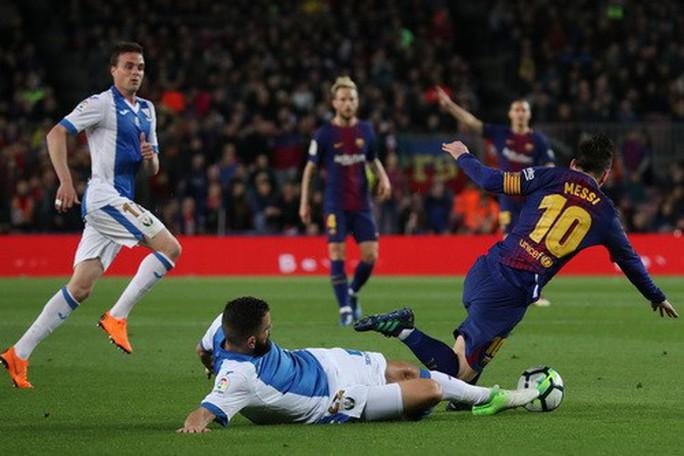 Hat-trick Messi giúp Barcelona bắt kịp kỷ lục 38 năm La Liga - Ảnh 4.
