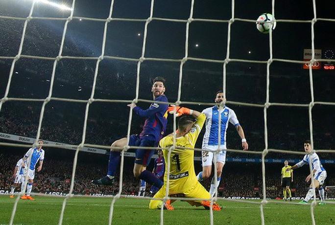 Hat-trick Messi giúp Barcelona bắt kịp kỷ lục 38 năm La Liga - Ảnh 5.