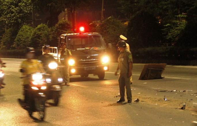 Tông thương vong 2 vợ chồng, xe ben kéo lê xe máy đến  bốc cháy - Ảnh 3.