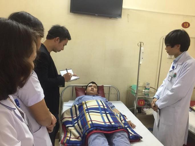 Bác sĩ và thực tập sinh bị bố bệnh nhi đánh trọng thương - Ảnh 2.