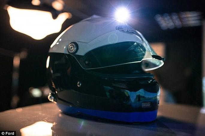 Mũ bảo hiểm đọc được ý nghĩ của tài xế - Ảnh 1.