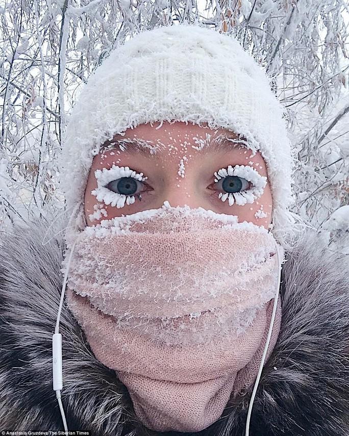 Ở ngôi làng Cực lạnh: Lạnh tới nỗi nhiệt kế đột quỵ - Ảnh 1.