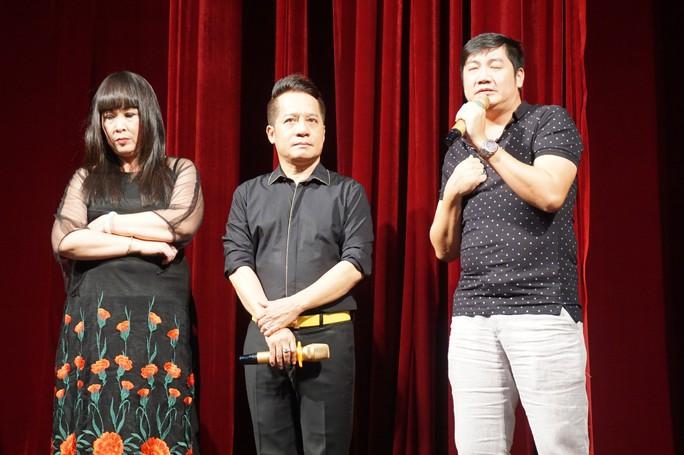 Kịch Hồng Vân đưa thác loạn bên trong nhà hàng lên sân khấu - Ảnh 6.