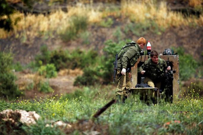 Tố Iran bắn rốc-két, Israel không kích Syria trả đũa - Ảnh 1.