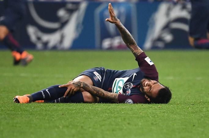 Tuyển Brazil mất Alves trước thềm World Cup 2018 - Ảnh 1.