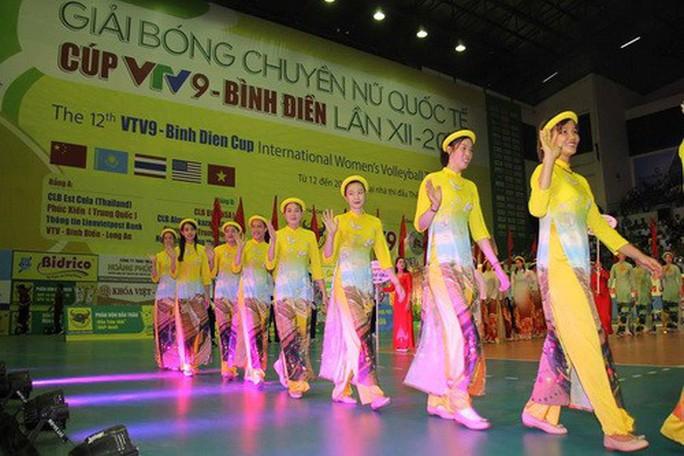 Chân dài quốc tế đọ dáng trên sàn đấu Quảng Nam - Ảnh 4.