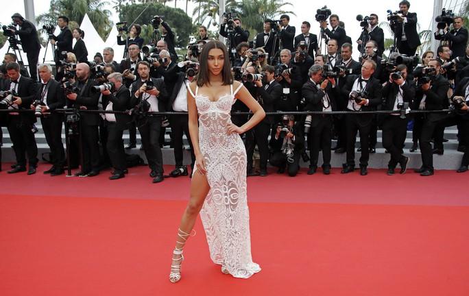 Thảm đỏ Cannes 71 bát nháo với cảnh hở hang, chiêu trò - Ảnh 20.