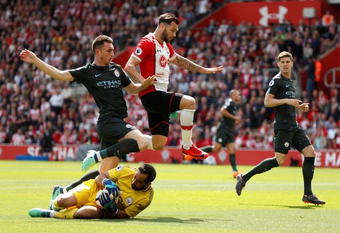 Chùm ảnh - clip vòng cuối Giải Ngoại hạng Anh: Liverpool rạng rỡ, Chelsea thảm thương - Ảnh 4.