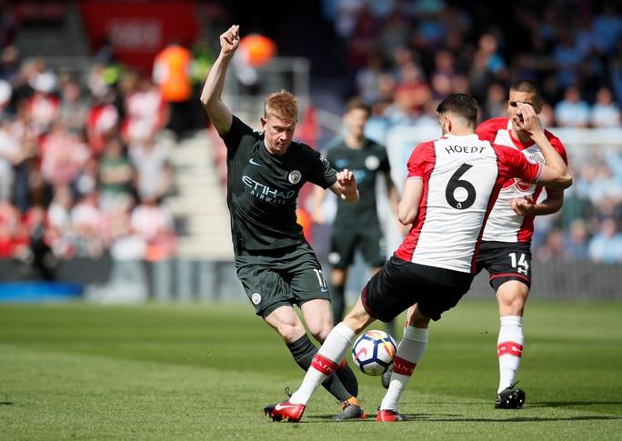 Chùm ảnh - clip vòng cuối Giải Ngoại hạng Anh: Liverpool rạng rỡ, Chelsea thảm thương - Ảnh 3.