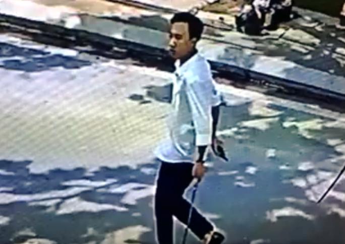 Hàng chục thanh niên nổ súng, chém nhau loạn xạ khi đi đòi nợ - Ảnh 2.