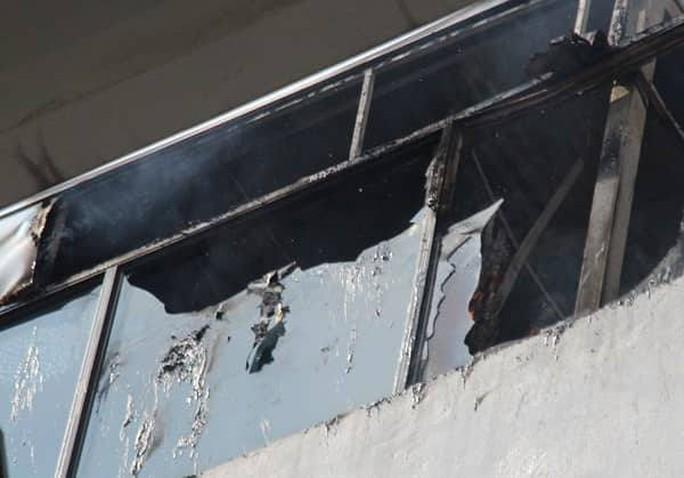Cháy khách sạn ở trung tâm Hà Nội, khách chạy tán loạn - Ảnh 1.