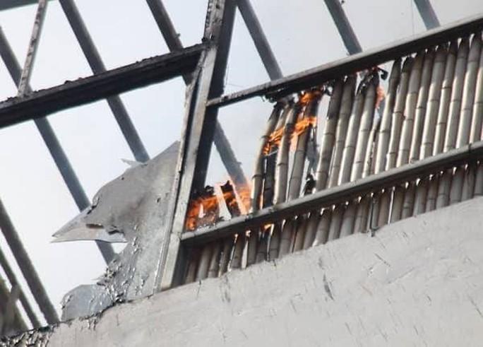 Cháy khách sạn ở trung tâm Hà Nội, khách chạy tán loạn - Ảnh 2.