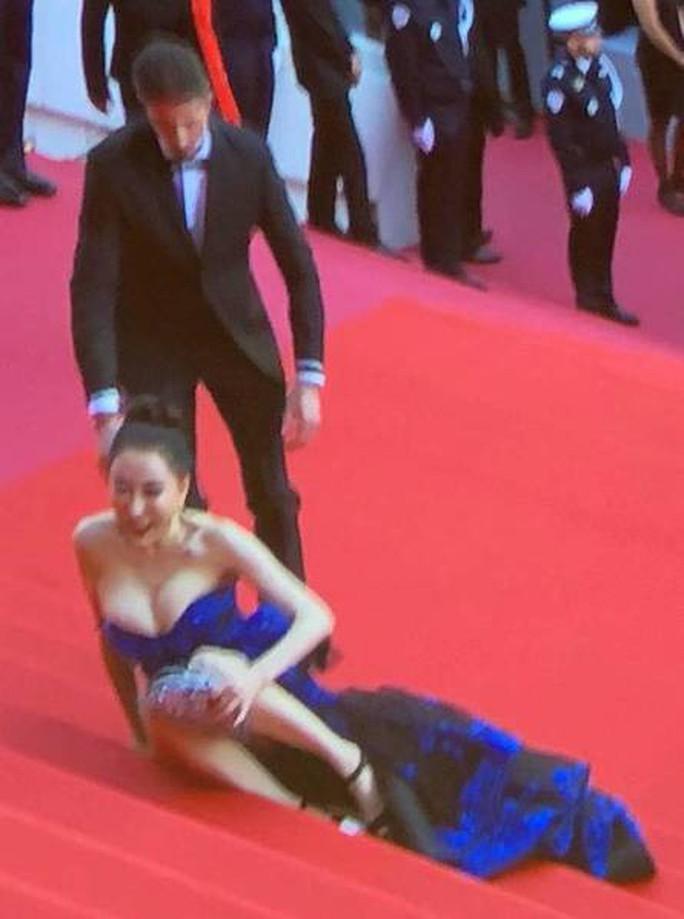 Thảm đỏ Cannes 71 bát nháo với cảnh hở hang, chiêu trò - Ảnh 12.