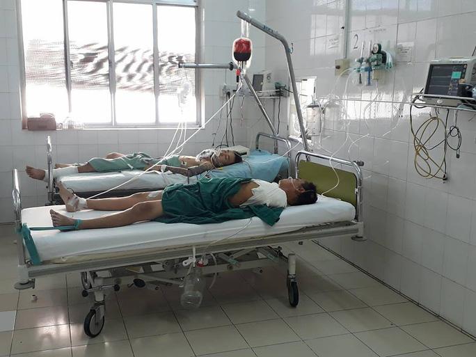 Tai nạn thảm khốc ở đèo Khánh Lê: Tài xế đánh lái tránh xe rơi xuống vực - Ảnh 1.