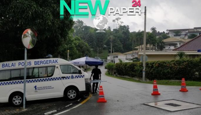 Malaysia: Cảnh sát phong tỏa nhà ông Najib sau lệnh cấm xuất cảnh - Ảnh 1.