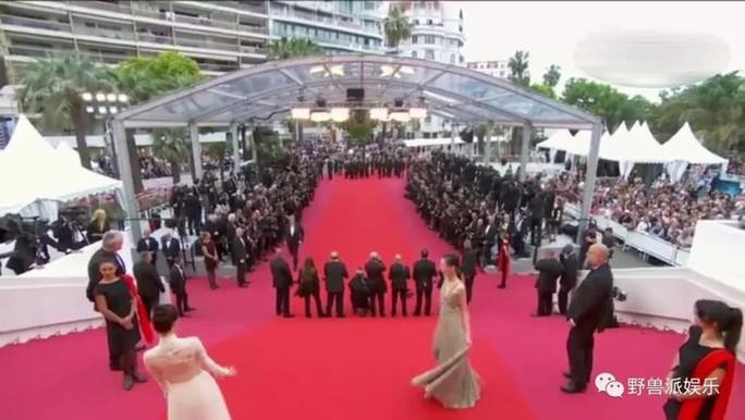 Thảm đỏ Cannes 71 bát nháo với cảnh hở hang, chiêu trò - Ảnh 8.