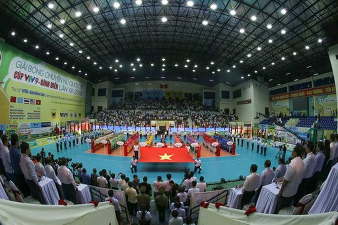 Chân dài quốc tế đọ dáng trên sàn đấu Quảng Nam - Ảnh 3.