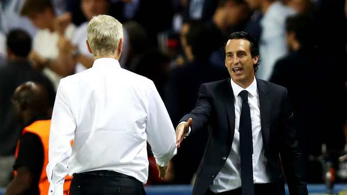HLV U.Emery và A.Wenger đổi ghế? - Ảnh 1.