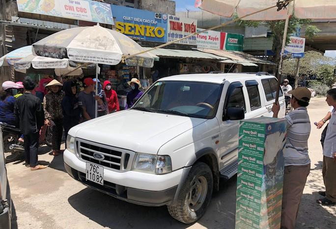 Dân đứng thành hàng rào chặn xe gây bụi, bị nhóm xã hội đen hăm dọa - Ảnh 3.