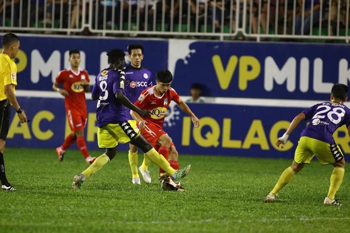 Trận Hà Nội FC - HAGL đúng nghĩa kinh điển Việt - Ảnh 1.