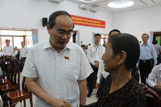 Cử tri quận 2 bất ngờ xin gặp Bí thư Thành ủy TP HCM Nguyễn Thiện Nhân - Ảnh 1.