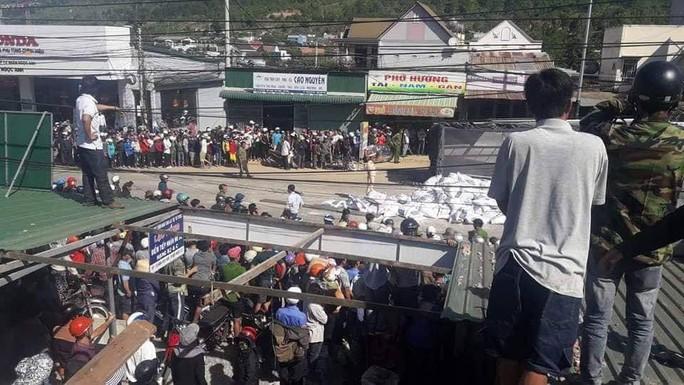 Tai nạn thảm khốc ở Lâm Đồng, ít nhất 5 người chết - Ảnh 1.