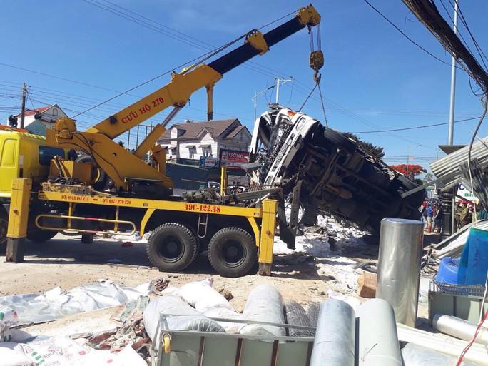 Tai nạn thảm khốc ở Lâm Đồng, ít nhất 5 người chết - Ảnh 7.