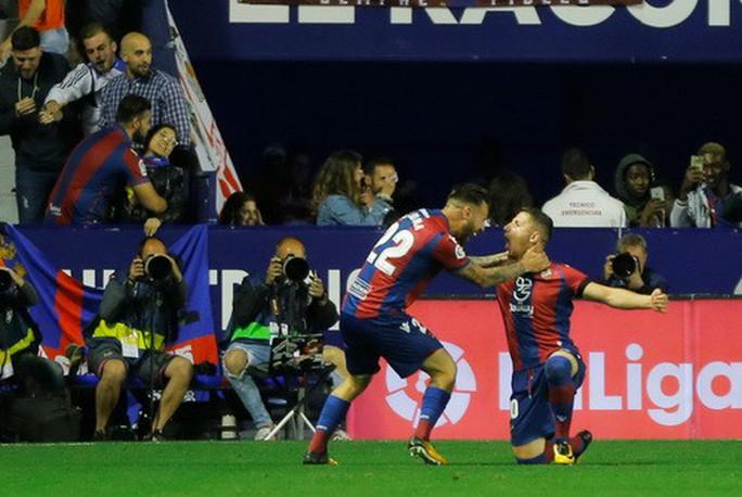 Rượt đuổi tỉ số bất thành, Barcelona thua trận đầu tại La Liga - Ảnh 4.