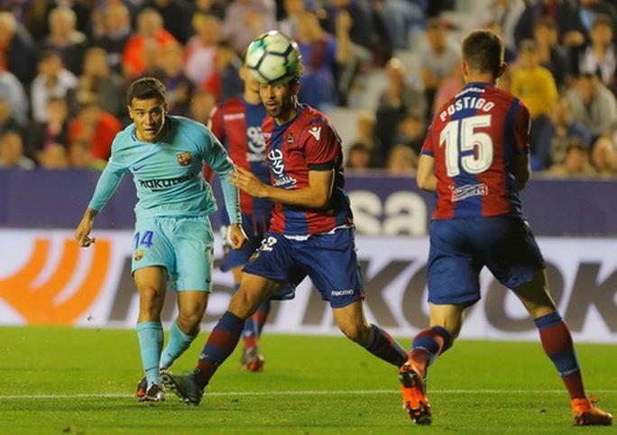 Rượt đuổi tỉ số bất thành, Barcelona thua trận đầu tại La Liga - Ảnh 5.
