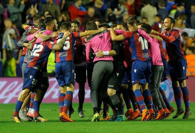 Rượt đuổi tỉ số bất thành, Barcelona thua trận đầu tại La Liga - Ảnh 7.