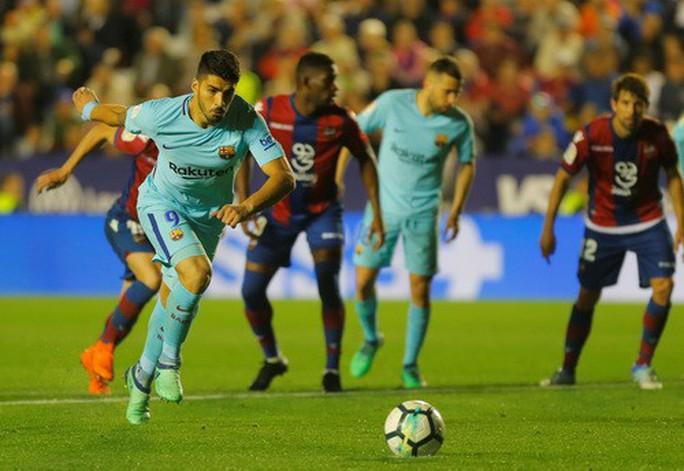 Rượt đuổi tỉ số bất thành, Barcelona thua trận đầu tại La Liga - Ảnh 6.