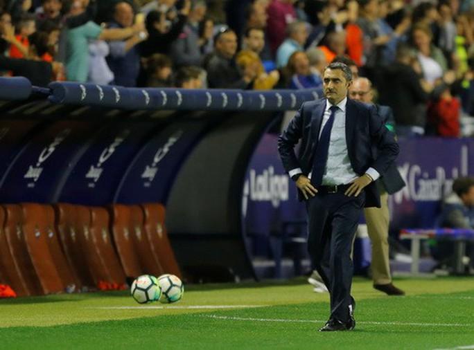 Rượt đuổi tỉ số bất thành, Barcelona thua trận đầu tại La Liga - Ảnh 2.