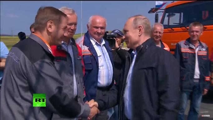 Nga khánh thành cầu tỉ USD nối liền Crimea - Ảnh 1.