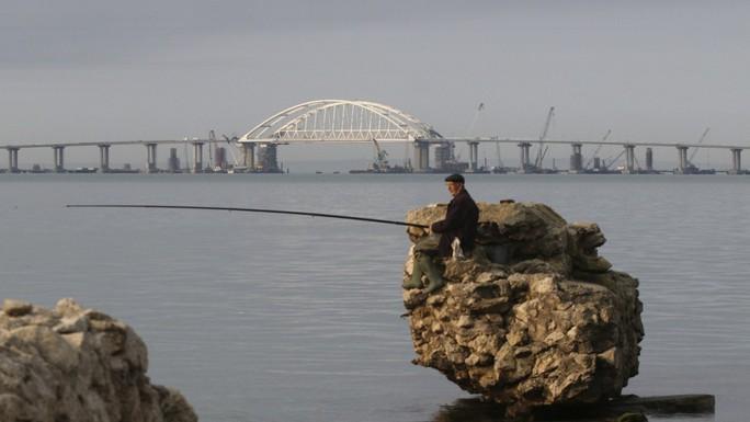 Nga khánh thành cầu tỉ USD nối liền Crimea - Ảnh 3.